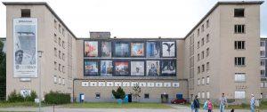 Frontalansicht vom Museum Prora Zentrum auf der Insel Rügen