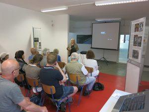 Zu Beginn die Einführung zur Ausstellung durch Susanna Misgajski.