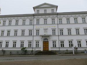 """1942 wurde die """"Napola"""" in Putbus in diesem Gebäude gegründet."""