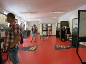 """die Ausstellung """"Einige waren Nachbarn: Täterschaft, Mitläufertum und Widerstand"""